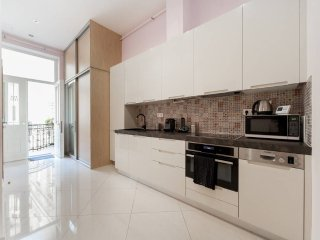 VACI FLAT: NEW & FULL-OPTIONALS, Budapest