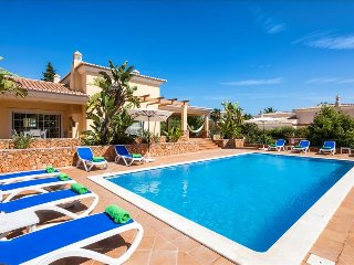 Casa dos Cedros - Delightful  5 bedroom villa close to Carvoeiro with games room and sauna, Lagoa