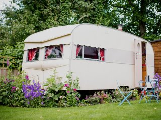 Willow 1957 Vintage Caravan - sleeps 2/4, Langport