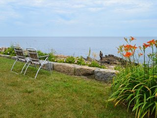 Poet's Cove: Extraordinary views of Sandy Bay and 2 miles to the beach!, Rockport