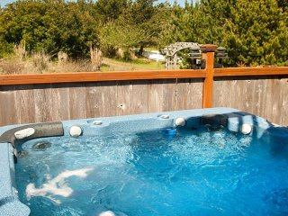 Private Beach Path! 55' SmartTV, Pets*Hot Tub* Bk 2 Get 2 Nts FREE! (45th St)