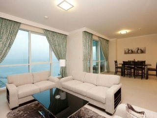 WOW! Prime Location! Minutes to Beach and Shops!, Dubái
