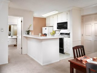 ELEGANT AND NEAT FURNISHED 2 BEDROOM 2 BATHROOM APARTMENT, Marina del Rey