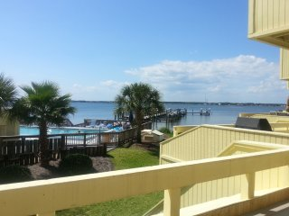 Newly Renovated .View Water From Balcony & Deck., Navarre