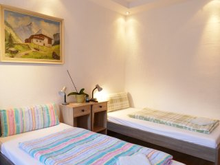 Messe/apartment/Ferienwohnung  1OG Bis 5 Presonnen