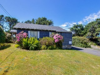 Charming, dog-friendly cabin, steps from the beach & two blocks from golf!