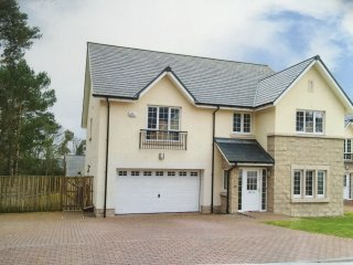 Luxury Executive Detached Villa on Private Estate, Dundee