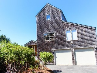 Luxury home w/ private hot tub, ocean views, & home theater - dog friendly, too!, Waldport