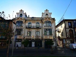 Piso céntrico en Llanes, edificio histórico