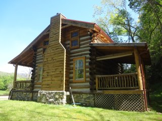 Private mountain vacation cabin with a hot tub!, Hot Springs
