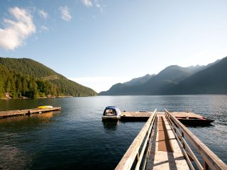 Amazing Indian Arm Waterfront Cabin, Vancouver