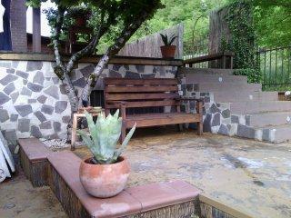 Casa 'Il posticino a 4zampe'ad un passo dal lago con giardino e barbeque.