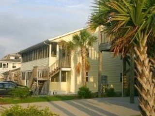 Windy Hill Villa #3 PET FRIENDLY! 150yrds to beach, North Myrtle Beach
