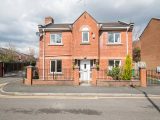 Newly Furnished 3B Detached House NearCityCentre, Manchester