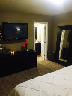 Master Bedroom - TV with Cable