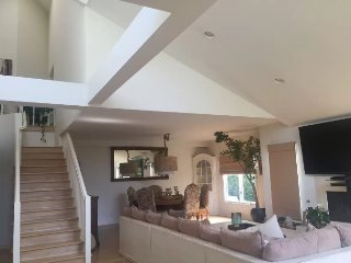Spacious Home with Vaulted Ceilings, Los Angeles
