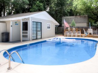 Recent Upgrades! Cozy 1BR Fern Park House w/Swimming Pool & Screened Porch - Close to Downtown Winter Park! 45 Minutes From Daytona Beach & Major Orlando Attractions