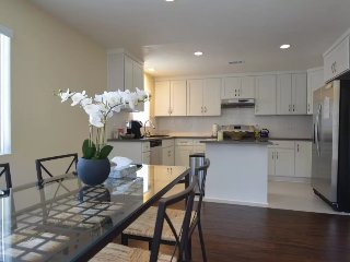 2 Story Modern Only Minutes From Old Town Pasadena