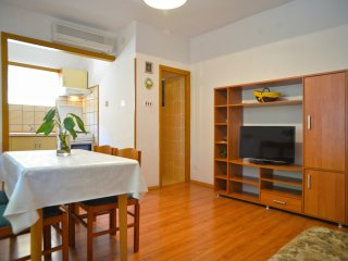 Apartments Branka- One Bedroom Apartment with Terrace (Yellow), Murter