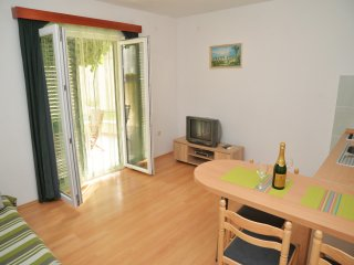 Apartments Branka- One Bedroom Apartment with Terrace (Green), Murter