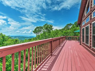 NEW! Pet-Friendly Beech Mountain Home w/Hot Tub!