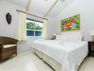 Maine Villa - Central & Spacious in Muri beach