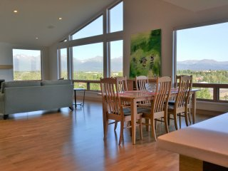 Fabulous views, luxurious living nearly downtown, Anchorage