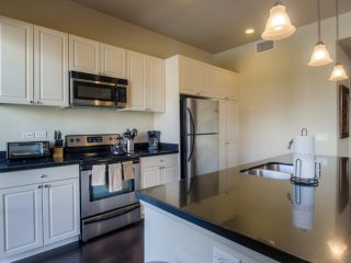 EXQUISITE  FURNISHED 2 BEDROOM 2.5 BATHROOM APARTMENT, Glendale