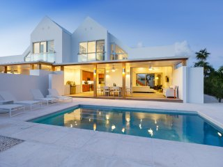 Edge of Paradise 3 bedroom Luxury Villa steps to Grace Bay