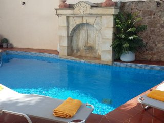 NEFELI-Elegant villa in a relaxing oasis with pool, Atsipopoulo