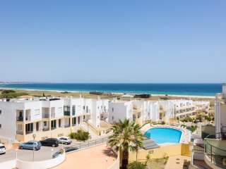 Meia Praia Apartment with Panoramic Sea Views, Lagos
