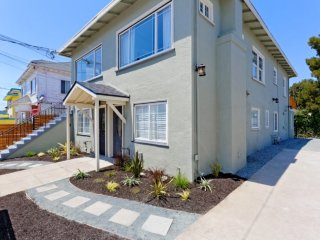 Furnished 2-Bedroom Townhouse at M.L.K. Jr Way & West St Oakland, Emeryville