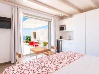 O Lofos - Chora Villa in Agios Stefanos w/seaview