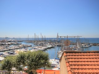 2 Bedroom Apartment Overlooking Port in Golfe Juan
