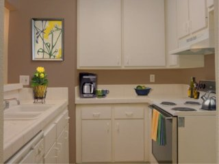 Furnished 1-Bedroom Apartment at Canoga Ave & Burbank Blvd Los Angeles, Bell Canyon