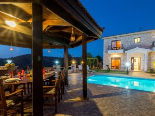 Profitis Elias Villa, 4 Bedroom Villa with Lovely Garden, Views & Private Pool