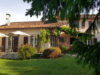 Le Tilleul Luxury Farmhouse with Private Pool, Aubeterre-sur-Dronne