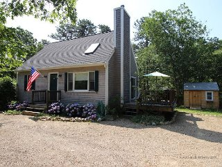 Beautiful Cape with Pool and Air Conditioning Close to Town, Edgartown