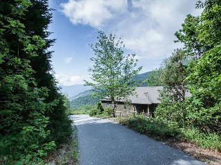 Driveway to Orchard Knob