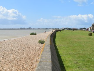 Spacious apartment with lovely sea views, Littlestone-on-Sea