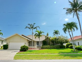 Waterfront house w/ fabulous views, heated pool & gas grill, Marco Island