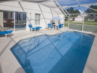 SUPERB 4 Bed Villa With South Facing Pool,Games Room & Free Wifi Close to disney