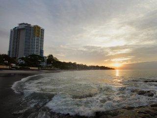 Gorgeous Beachfront Ocean View Studio 206S, Playa Coronado