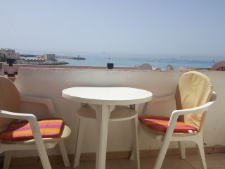 Duplex 1 bed apt with small terrace and sea view