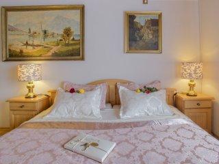 Golden GaPa Large Family Apartment 11