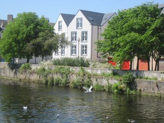 Riverbank Apartments Nairn - Luxury 2 Bedroom S/C Holiday Accommodation
