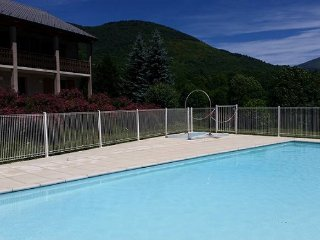 Apartment with pool, sleeps 8