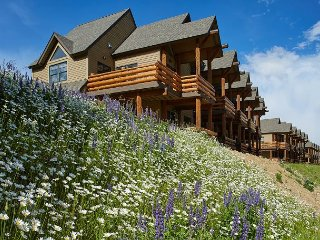 Luxuriously Appointed, Ski-in/Ski-out, Townhome in Saddle Ridge, Big Sky