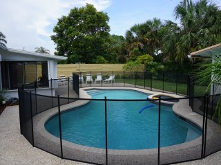 Lovely Pool Home 1 mile from Sandy Pompano Beach