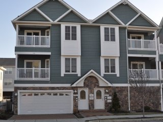 3BR\2BA-HEATED POOL, Wifi. One block to beach and boardwalk.